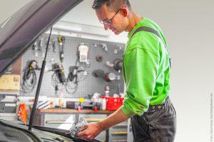 Ölwechsel-Service und Wartung Ihres Fahrzeugs - ob Priovat oder für Firmen und Flotten: KFZ Service Troppa