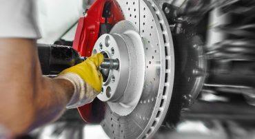 Bremsanlagen und Reifen
